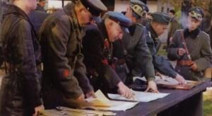 Bolszewicy wspólnie z niemieckimi przyjaciółmi dokonują IV rozbioru Polski w wrześniu 1939. Widział ktoś może takie zdjęcie w szkolnym podręczniku historii?
