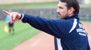 Paweł Żmudziński- ten człowiek, grający trener (choć dziś wszedł na boisko dopiero pod koniec spotkania) prowadzi BKS do awansu.