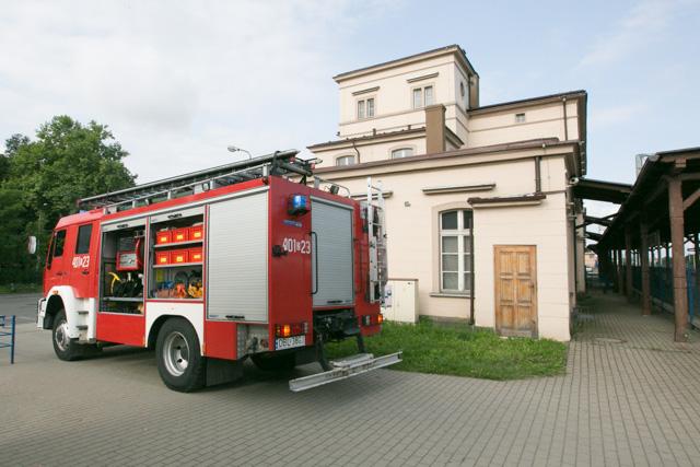 Strażacy gaszą pociąg Kolei Dolnośląskich 2