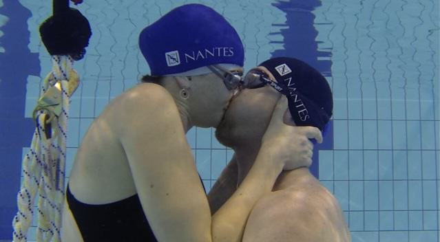 Marta i Fryderyk pod czas pocałunku.