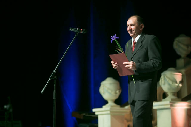 Nagrodę dla Łukasza Kubota odebrał jego ojciec.