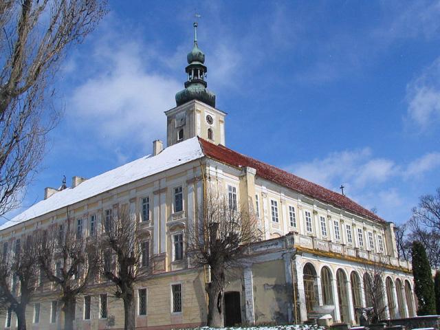1024px-Schloss_Klein_Oels