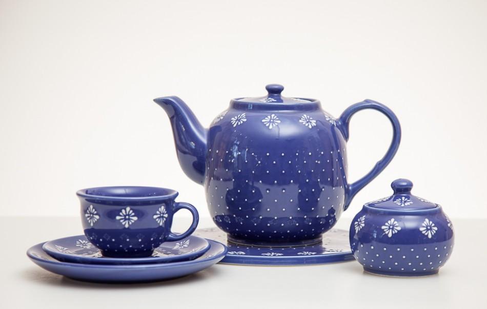 Zestaw do herbaty, formy J. Bany-Kozłowska, dekor D. Amborska, szkliwa: A. Stanek, P. Kubat, 2009, fot. G. Matoryn