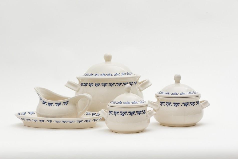 "Zestaw obiadowy ""Alicja"", formy J. Bany-Kozłowska, dekor D. Amborska, szkliwa: A. Stanek, P. Kubat, 2010, fot. G. Matoryn"