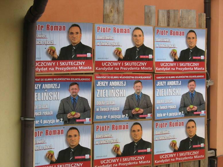 Plakaty wyborcze z 2006 roku.