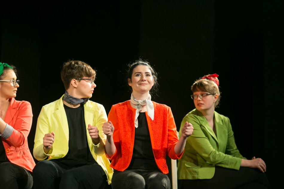 """Spektakl """"Im szybciej idę, tym jestem mniejsza"""" ponownie zobaczycie w Teatrze Starym już 8 kwietnia."""